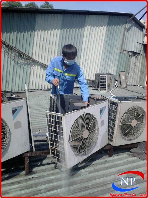 Vệ sinh máy lạnh tại KCN Vsip Bình Dương
