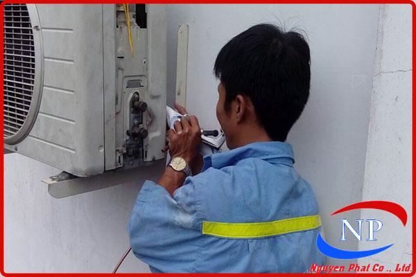 Vệ sinh máy lạnh cho các hộ gia đình tại Bình Thạnh thumbnail
