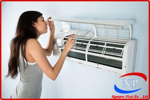 Nguyên nhân máy lạnh có mùi hôi và cách khắc phục thumbnail